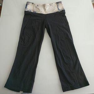 Womens Lululemon Capri Black Pants-Size 6